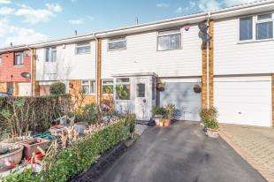 3 Bedrooms Terraced House for sale in Chipstead Road, Parkwood, Rainham, Kent