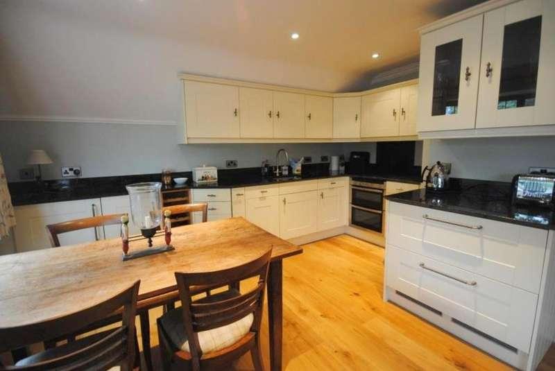 2 Bedrooms Maisonette Flat for rent in High Street, Limpsfield