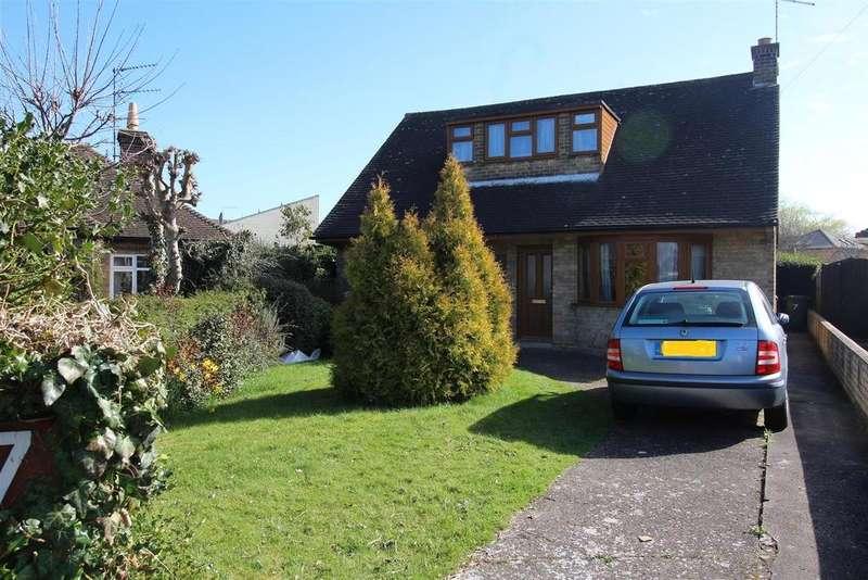 3 Bedrooms Detached Bungalow for sale in Latham Avenue, Orton Longueville, Peterborough