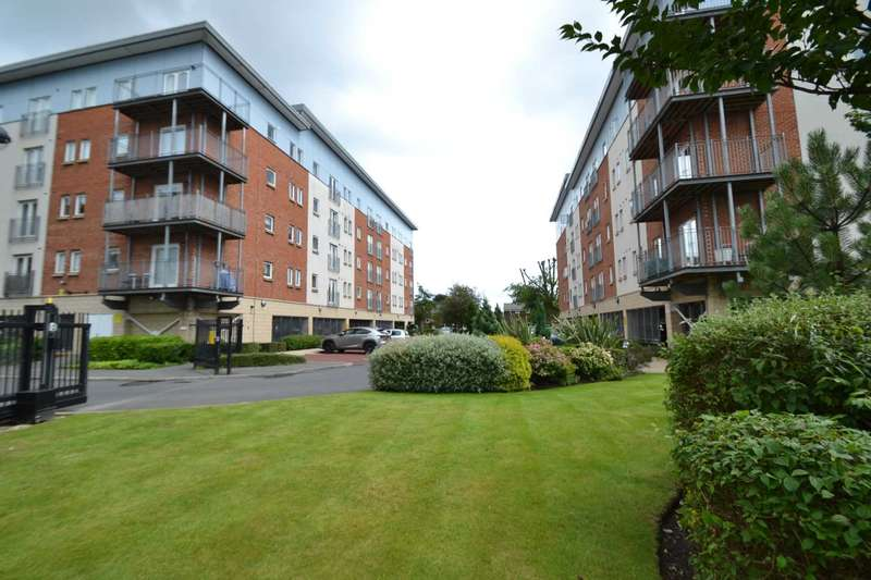 2 Bedrooms Apartment Flat for sale in Adamson House, Elmira Way, Salford Quays