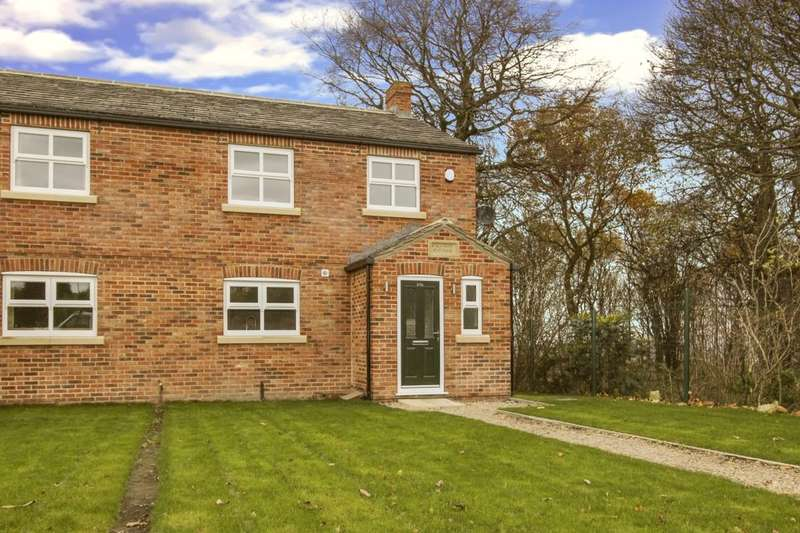 3 Bedrooms Semi Detached House for sale in Town Street, Middleton, Leeds, LS10