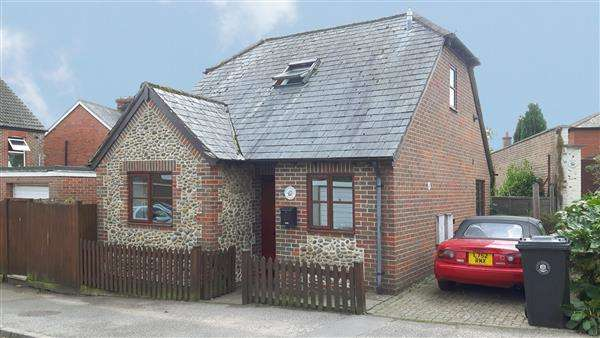 2 Bedrooms Chalet House for sale in Wheelwrights Cottage, Ashfield Road, Midhurst