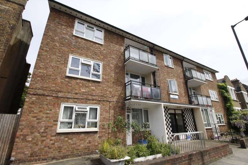 2 Bedrooms Flat for sale in Friary Road, London, SE15