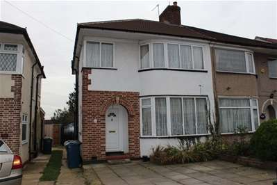 3 Bedrooms Semi Detached House for sale in Rocklands Drive, Stanmore