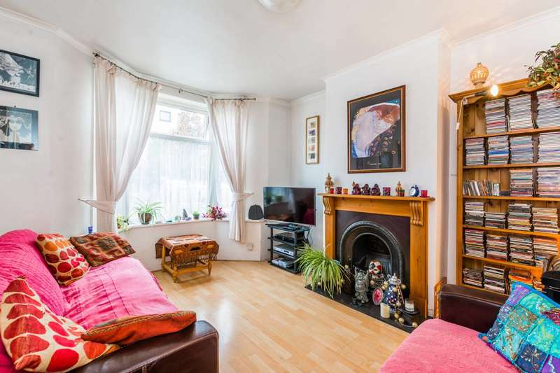3 Bedrooms House for sale in West Road, Stratford, E15
