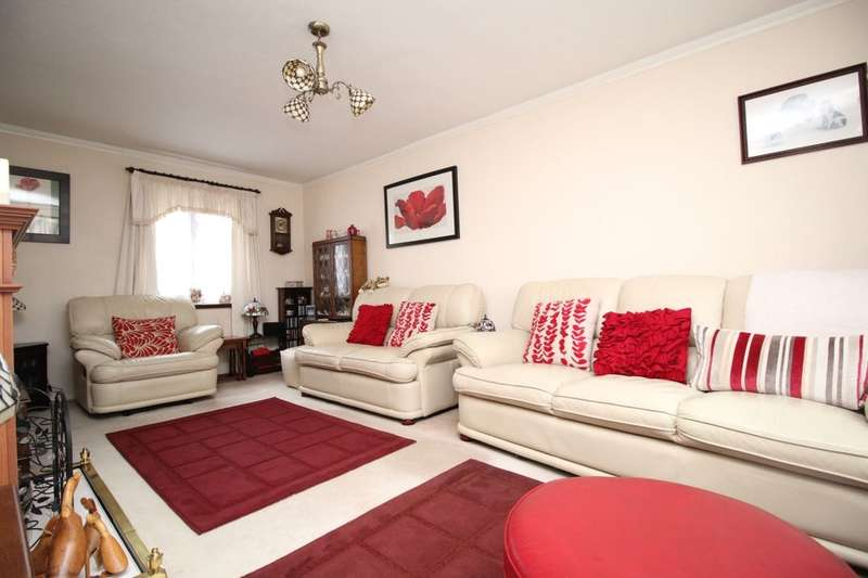 3 Bedrooms Property for sale in Caledonia Road, STAINES-UPON-THAMES, TW19
