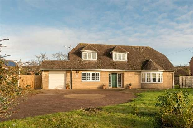 4 Bedrooms Detached Bungalow for sale in Halfleet, Market Deeping, Peterborough, Lincolnshire