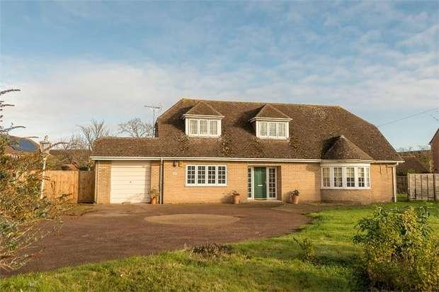 4 Bedrooms Detached Bungalow for sale in Halfleet, Market Deeping, Peterborough, Lincolnshire