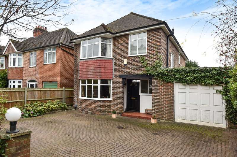 5 Bedrooms Detached House for sale in Knaphill
