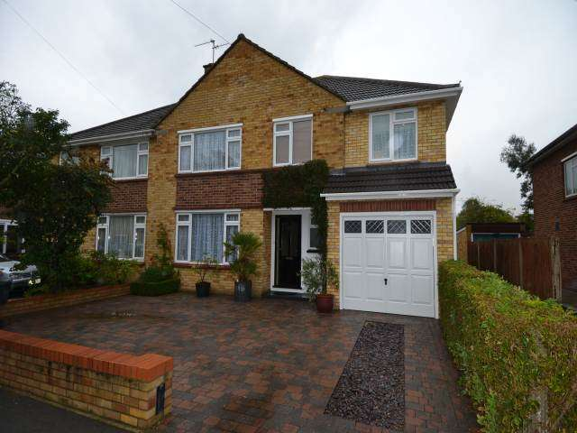 4 Bedrooms House for rent in Sunna Gardens, Sunbury On Thames, Middlesex