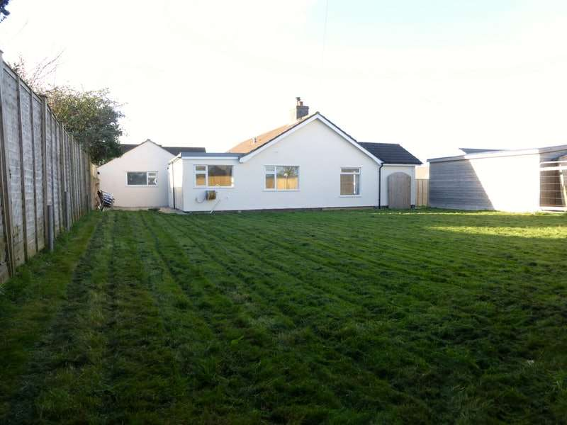 3 Bedrooms Bungalow for rent in St. Meriadoc Road, Camborne, Cornwall, TR14