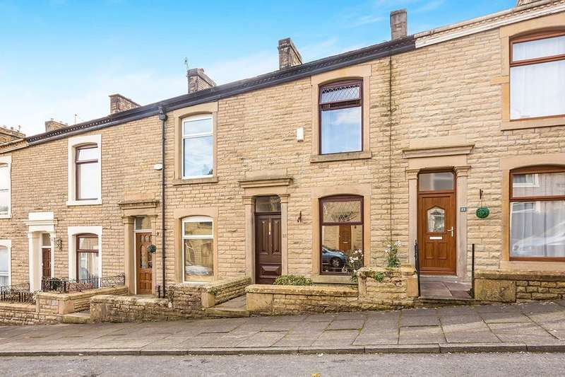 3 Bedrooms Property for rent in Baron Street, Darwen, BB3