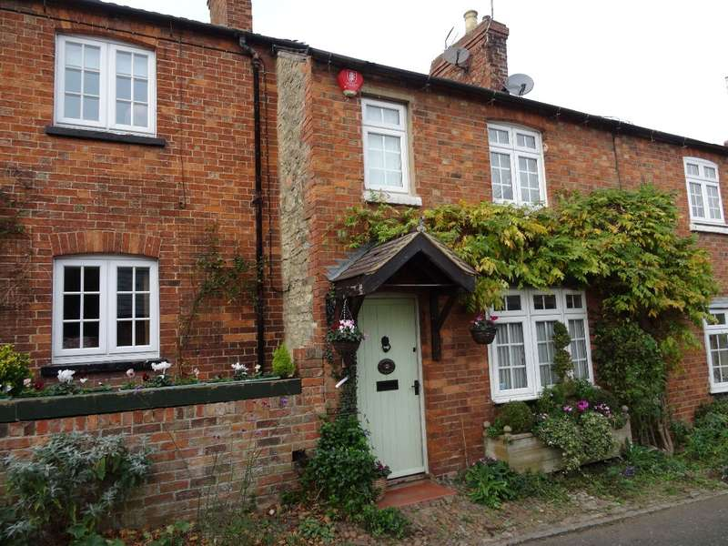 2 Bedrooms Terraced House for sale in CHURCH LANE, EMBERTON