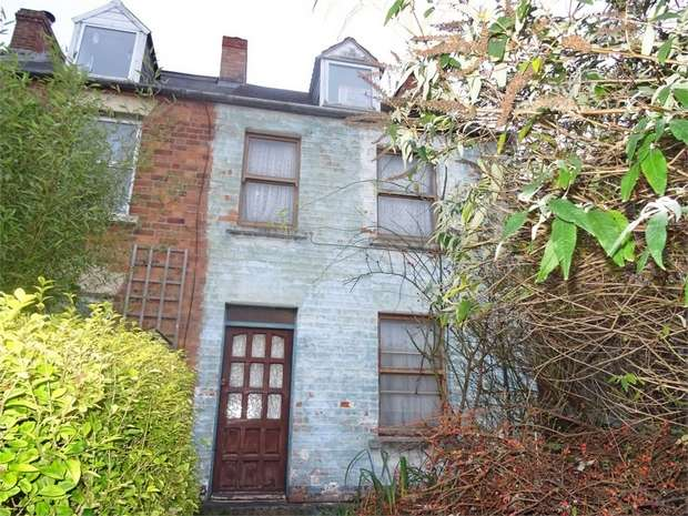 2 Bedrooms Semi Detached House for sale in Spillmans Road, Stroud, Gloucestershire