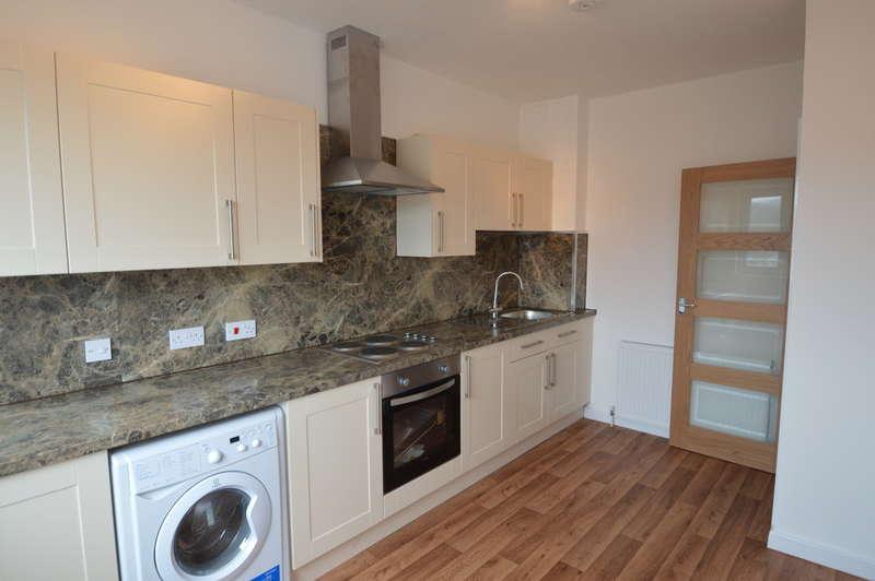 2 Bedrooms Flat for rent in Flat 2, 16 High Street, Cowbridge, CF71 7AG