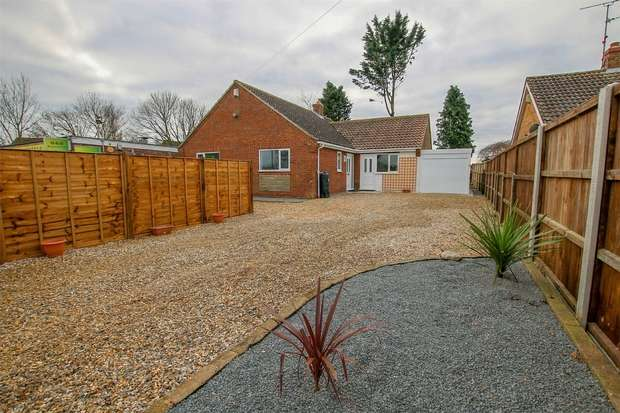 3 Bedrooms Detached Bungalow for sale in Hilltop, Upper Marham