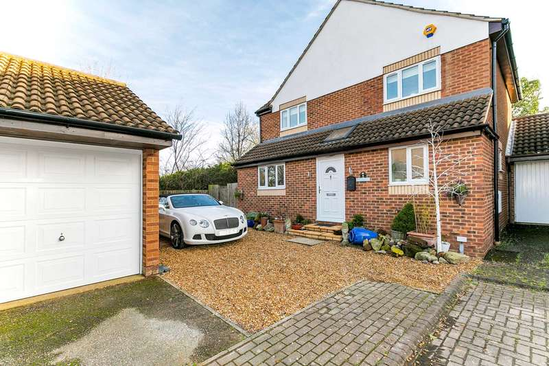 5 Bedrooms Detached House for sale in Higgs Court, Loughton