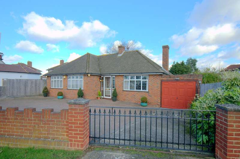 3 Bedrooms Detached Bungalow for sale in New Malden