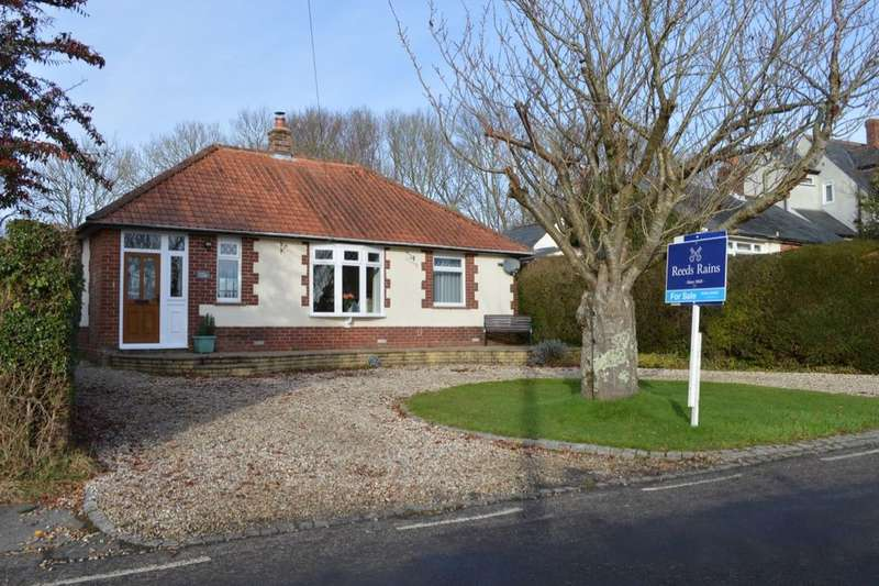 3 Bedrooms Detached Bungalow for sale in Forest View, Forestside, ROWLAND'S CASTLE, PO9
