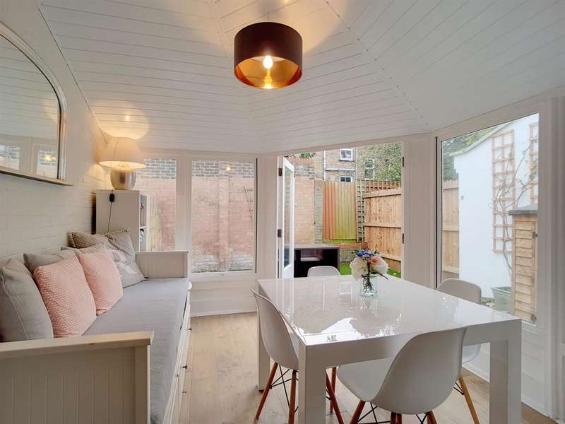 3 Bedrooms Mews House for sale in Salisbury Place , London , SW9 6UW