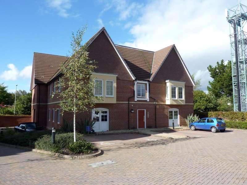2 Bedrooms Flat for rent in Sandhill House, Peel Close, Verwood