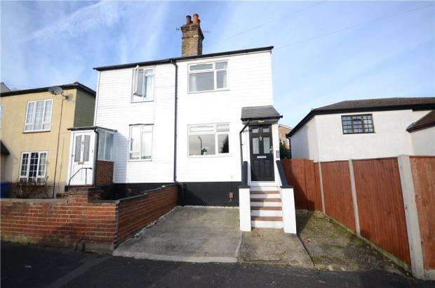 3 Bedrooms Semi Detached House for sale in Queens Road, Farnborough, Hampshire