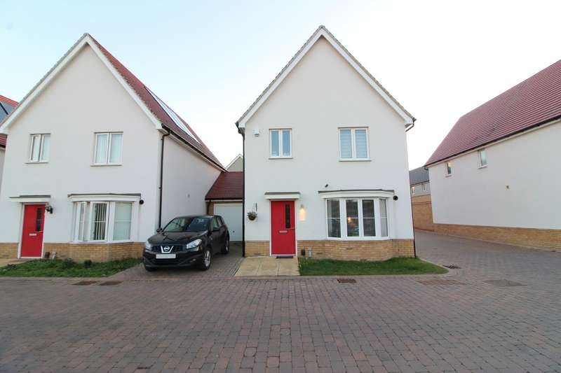 4 Bedrooms Semi Detached House for sale in Woodside Close, Woodside