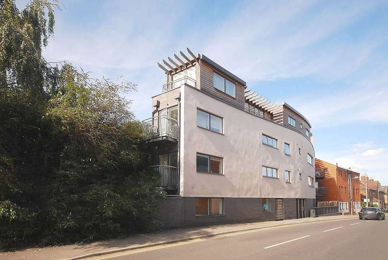 1 Bedroom Flat for sale in Walnut Tree Close, Guildford, GU1