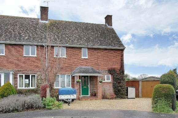 3 Bedrooms Semi Detached House for sale in The Crescent, Goodworth Clatford