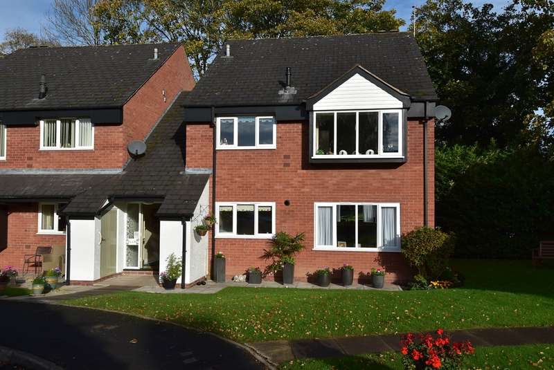 2 Bedrooms Ground Flat for sale in St Georges Crescent, Droitwich, WR9