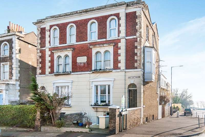 1 Bedroom Flat for sale in West Cliff Road, Ramsgate, CT11