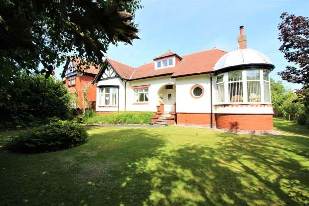 3 Bedrooms Bungalow for sale in Station Road, Thornton-Cleveleys, FY5