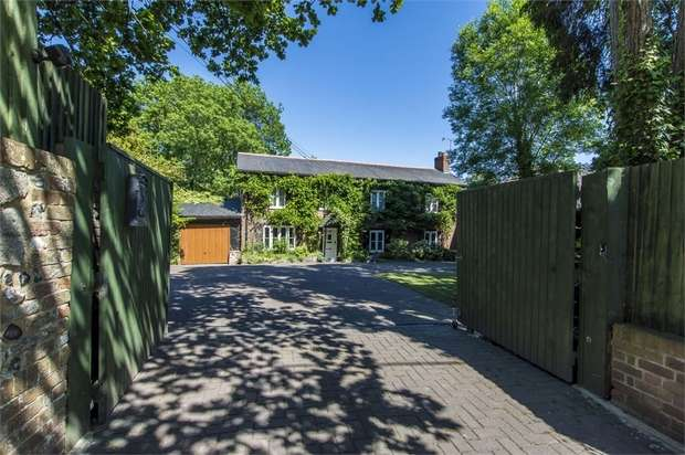 4 Bedrooms Detached House for sale in Winchester Road, Fair Oak, Eastleigh, Hampshire