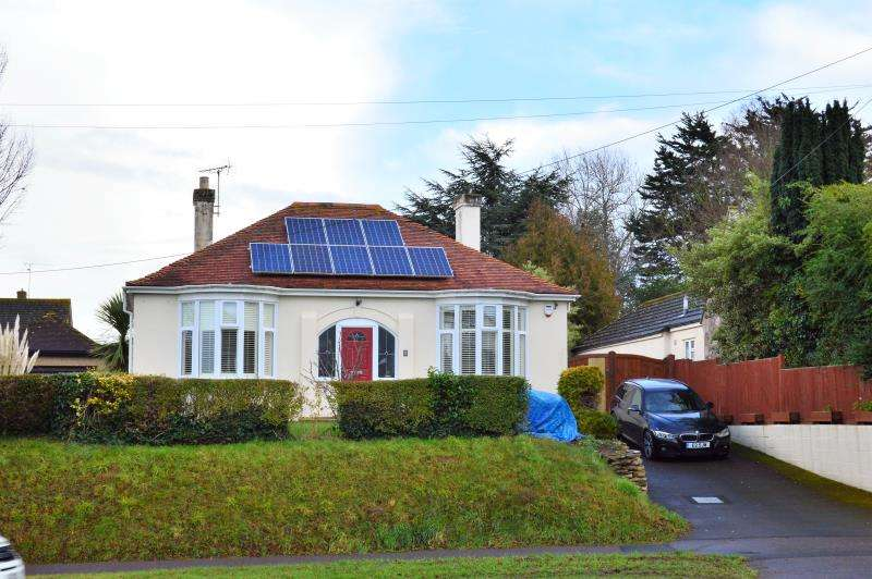 2 Bedrooms Detached Bungalow for sale in Bridgwater Road, Taunton, Somerset, TA1 2DS