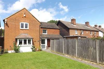 2 Bedrooms Semi Detached House for rent in Wey Hill, Haslemere, GU27