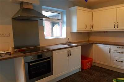3 Bedrooms Terraced House for rent in Bangor