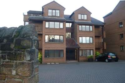 2 Bedrooms Flat for rent in Parkview, Heswall