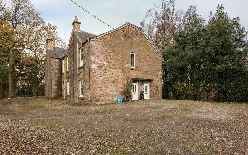 4 Bedrooms Maisonette Flat for sale in Hatton Road, Rattray, Blairgowrie, Perthshire, PH10 7BE