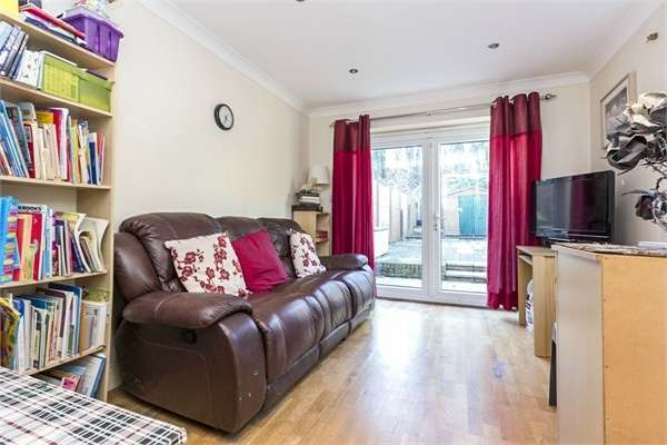 3 Bedrooms Semi Detached House for sale in Lancaster Road, Barnet, Hertfordshire
