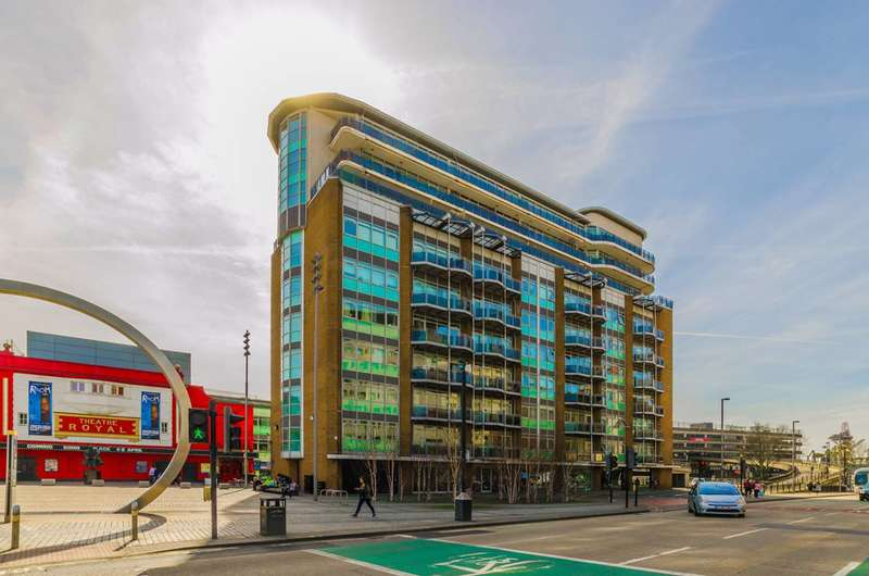 2 Bedrooms Flat for rent in Gerry Raffles Square, Stratford, E15