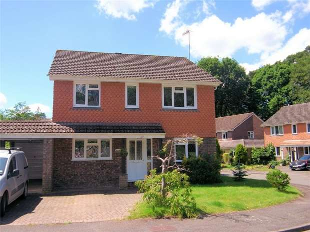 4 Bedrooms Detached House for rent in Pyrford, Woking, Surrey