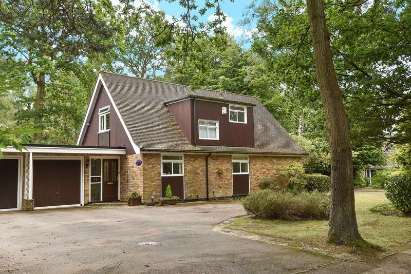 4 Bedrooms Link Detached House for sale in Edgcumbe Park Drive, Crowthorne, RG45
