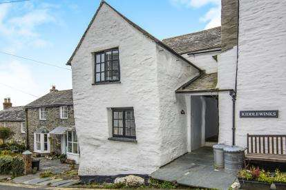3 Bedrooms End Of Terrace House for sale in Fore Street, Boscastle, Cornwall