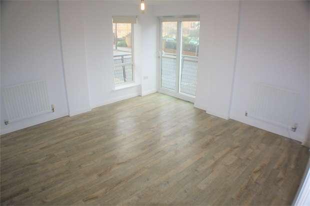 2 Bedrooms Flat for sale in Hepburn Court, Station Road, Borehamwood, Hertfordshire