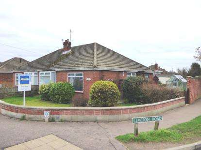 3 Bedrooms Bungalow for sale in Sprowston, Norwich, Norfolk