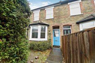 2 Bedrooms Terraced House for sale in Chaldon Road, Caterham, Surrey