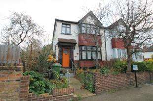 2 Bedrooms Semi Detached House for sale in Shell Road, Lewisham, London