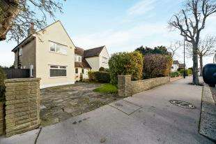 3 Bedrooms Semi Detached House for sale in Devonshire Way, Shirley, Croydon, Surrey