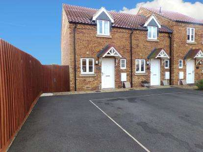 2 Bedrooms Semi Detached House for sale in McKennan Close, Clapham, Bedford, Bedfordshire