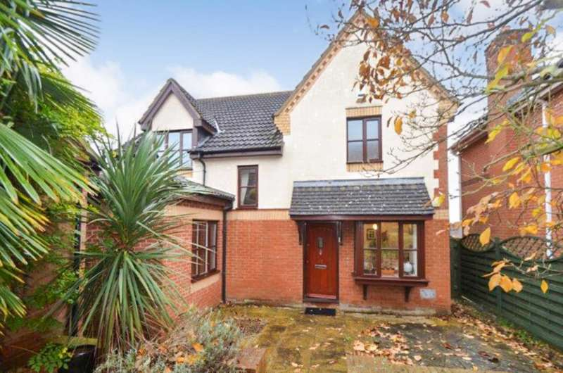 4 Bedrooms Detached House for sale in Bradwell Common